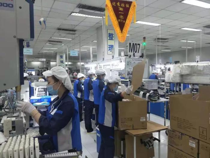 生产车间,忙碌在生产一线的工人们